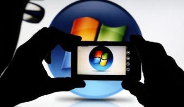 4月29日、マイクロソフトはアンドロイド向けのアプリを自社OS搭載の端末でも利用可能にする。写真はマイクロソフトのロゴマーク。ゼニツァで2013年9月撮影(2015年 ロイター/Dado Ruvic)